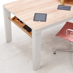 The SHIFT Table merges everyday living and working for the entrepreneurial nomad. People that quickly and easily want to switch between work and personal life all the while staying conveniently 'connected'.