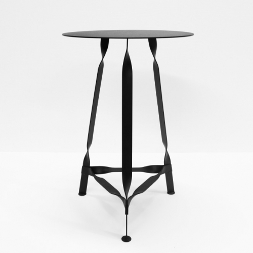 Thomas Schnur's Twist. Stability through torsion – the structure made of twisted flat rods forms the base frame of the Twist side table. Made of powder coated steel.