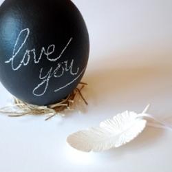 Sydney artist Lisa Tilse turns Easter eggs into portable little chalkboards.
