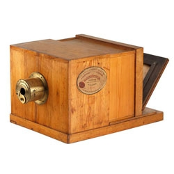 The Giroux Daguerreotype camera was designed by Louis-Jacques-Mande Daguerre and produced in 1839. It will be auctioned on 29 May in Vienna for a starting price of €200,000 (£173,027)