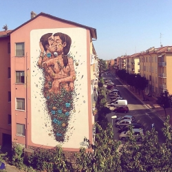 'The Last Kiss' new mural in Ravenna, Italy, by street artist Pixel Pancho.