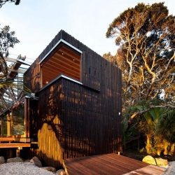 Herbst Architects recently completed the Pohutukawa house, a beautiful home under the trees in a New Zealand forest.