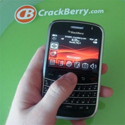 Crackberry got hands on with a super early 9000!!! Off ebay! and loves it!