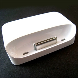 Ooooh iLounge shares an upclose look at the new iPhone 3G's dock!
