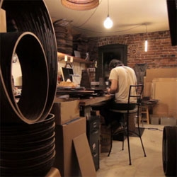 A video introduction and visit to Graypants studio, famous for their cardboard pendant lamps.