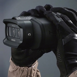 Sony announced the launch of 2 models of binoculars that record HD video and 3D. The DEV-3 and DEV-5 will be released in November in the US. The device records sound in stereo and can zoom of up to 10 times(2D) or 5.4 times(3D).