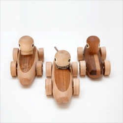 Handmade beautiful wooden toys and rattles for kids by Noli Noli.