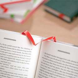 Albatros bookmark made from polyester and a repositionable adhesive, so it won't damage your books!