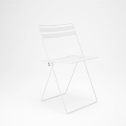 Coiled, a folding café chair that takes its name from the manufacturing technique used. Designed by Studio Jenk.