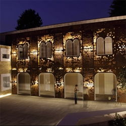 Corten apartments, a late 17th c complex in the town of Vigonovo transformed by 3ndy Studio in collaboration with Philippe Daverio and the sculptor Giorgio Milani with a new facade.