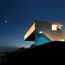 Stunning house on a cliff by Fran Silvestre Arquitectos in Alicante.
