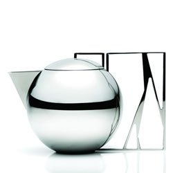 The sculptural Trama teapot designed by Jaqueline Terpins for Riva.