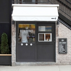 La Distributrice, the tiny and adorable takeaway coffee shop in Montreal.