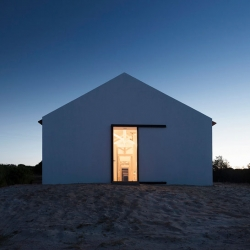Sítio da Lezíria, a row of converted stables in Portugal by Atelier Data.