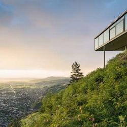 Panoramarestaurant Karren from Architekten Rüf Stasi Partner with stunning views of the Austrian Alps.
