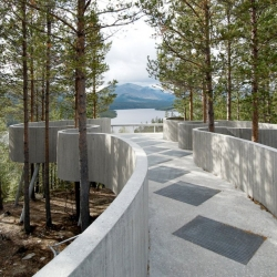 A beautiful viewing platform and incredible view at the Sohlbergplassen Viewpoint by Carl-Viggo Hølmebakk.
