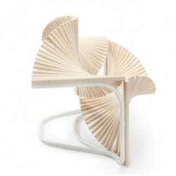 Beautiful chair for Arts on Chairs Duets by Eduardo Benamor Duarte in collaboration with Paulo Coelho.