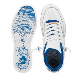 DC Shoes continues their artist project with a collaboration with NYC artist SSUR. Inspired by old Russian porcelain they created a beautiful collection consisting of a sneaker, fleece, cap and denim!