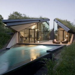 The Edgeland Residence by Bercy Chen Studio.