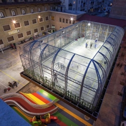 An elevated school playing ground in in Zaragoza, Spain by Guzmán de Yarza Blache.
