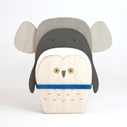Yang:Ripol's Flat Zoo, cute animals created from layers of wood.