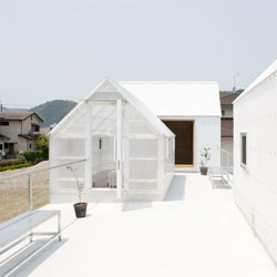 A greenhouse inspired House in Yamasaki from Yo Shimada from Tato Architects.