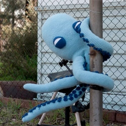 Wax Tailor's great music video tells the tale of a crochet quadropus, who journeys throughout the land turning things blue. Great stop motion animation, painstakingly made by Oh Yeah Wow.