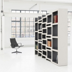 The REK expanding bookcase by Reiner de Jong.