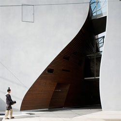 Striking architecture of the Sunwell Muse by Takato Tamagami and Be Fun Design.