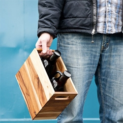 The growler crate, a sturdy, beautiful wooden box for the safe transport of your bottles.