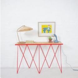 &New, elegant modern British furniture.