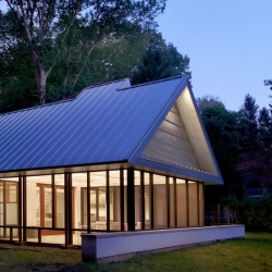 The Harbert Cottage by Searl Lamaster Howe Architects transforms the Michigan 1950's ranch house.