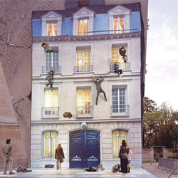 Bâtiment (Building), a mirrored installation by artist Leandro Erlich that turns anyone into spiderman.