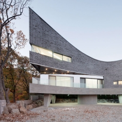 The Curving House in South Korea by JOHO Architecture.