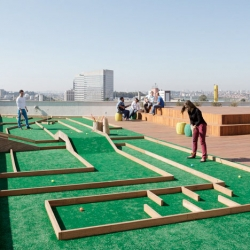 Rooftop minigolf at the Brazilian offices of Walmart.com from Estudio Guto Requena.