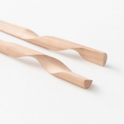 Rassen, a pair of chopsticks whose forms bring them together as a single object for Hashikura Matsukan by | n meister.