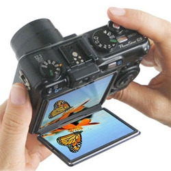 FlipBac ~ a viewfinder add on that lets you shoot from the hip more easily...