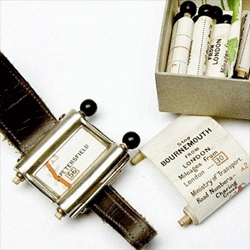 Plus Fours Routefinder, the precursor to the roadbook, a watch-like apparatus giving directions.