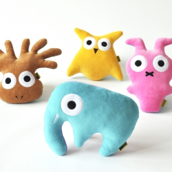 Turnable figures Spugglan (Ghowl), Bälgen (Octomoose), Gubbaninen (Mabbit) and  Kattorfanten (Catophant) each have two characters, one on each side. VÄNDIS is made by the Swedish design duo Studio Frankness.