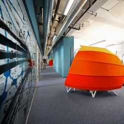 Check out the new newsroom of Austria's WirtschaftsBlatt newspaper.