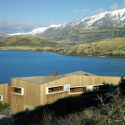 'Wanaka Retreat' on the shores of Lake Wanaka, New Zealand, by Stevens Lawson Architects.