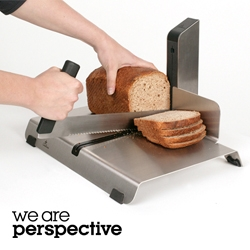 The Hotelslicer for Qualicasa is an innovative bread slicing system that can slice all types of bread with ease. This is made possible by an ergonomic knife for left and right handed users with a patented friction-free guide.