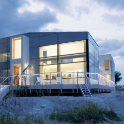 Designed by Hughes Umbanhowar Architects, this beautiful house is called Beach Road 2 and is located in Jupiter Island, Florida, USA.