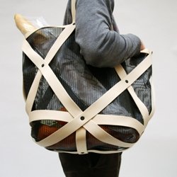 The Wireframe bag by Spanish designer Oscar Diaz is being displayed in Barcelona as part of the Okay Studio & Friends  exhibition at the Otrascosas de Vilarrosàs gallery.
