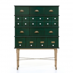 Contador brings the icon of furniture used by nobility in the 17th century, poetically made through the arrays of drawers and mysterious because of the secrets it contained.