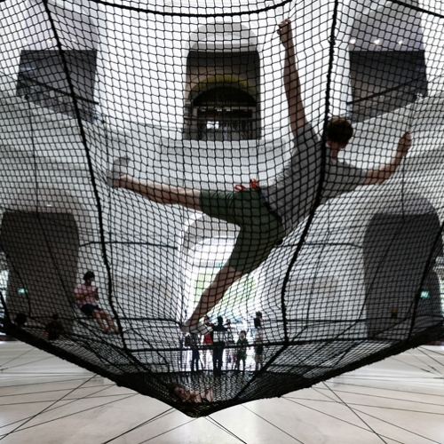French firm Atelier YokYok has conceived the Soft Dome, a site-specific installation designed for the Rotunda space of the National Museum of Singapore on the occasion of the Children's Season 2017.
