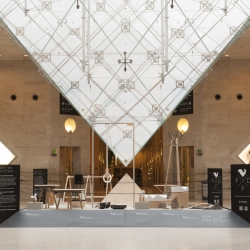 "The French Design Federation organized its first exhibition at the Carrousel du Louvre. Two teams, each one made up of 10 people, face each other on the theme ""Wood and Black vs. White and Wood""."