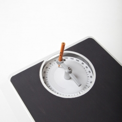 Weiche Wu's latest version of the scale that draws your weight!