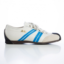 In 1960, Zeha was the appointed supplier for the GDR Olympic team.  After ceasing production in 1993, Zeha fell into oblivion until 2003, when two Berliners realised their dream of giving the sport shoes of their youth a new lease of life.