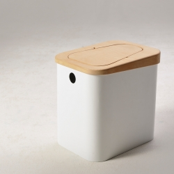Bin-tiful with minimal lines and warm touch of the Beech wood from two four eight. Designed with the fewest parts, this bin uses the weight of the wood to create a natural balance for opening and closing the lid.